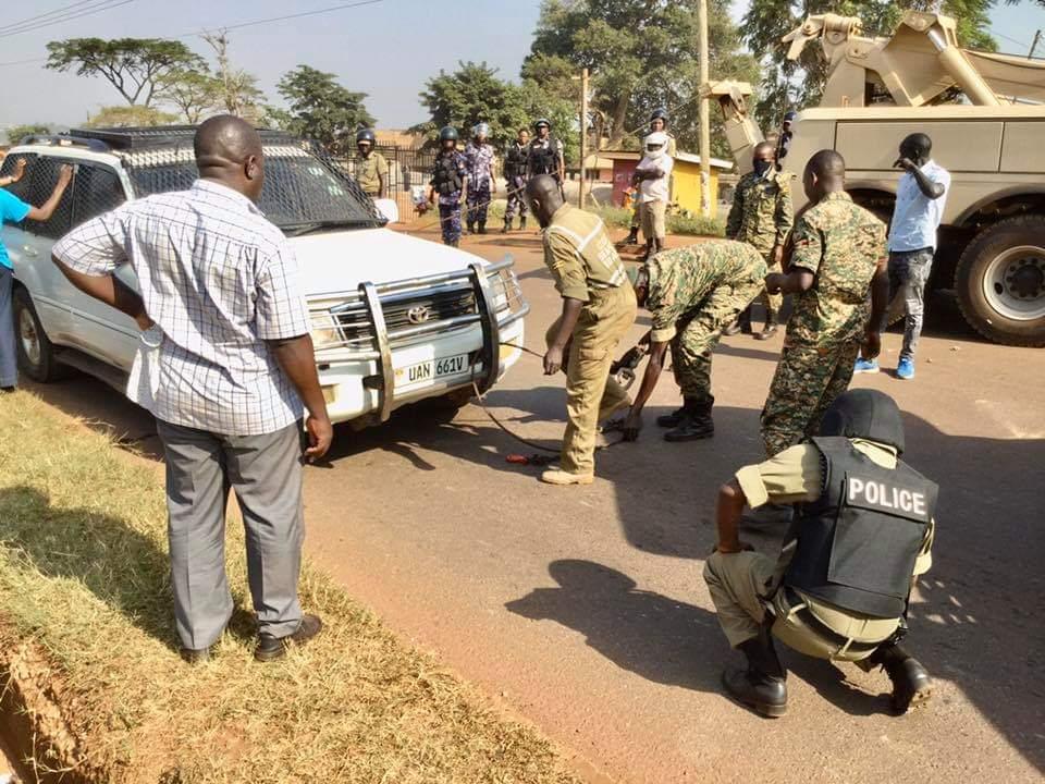Besigye arrested in Jinja taken