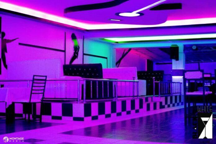 Black and White Lounge Waikiki Bar