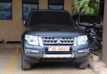 Museveni gifts Tamale Mirundi brand new car