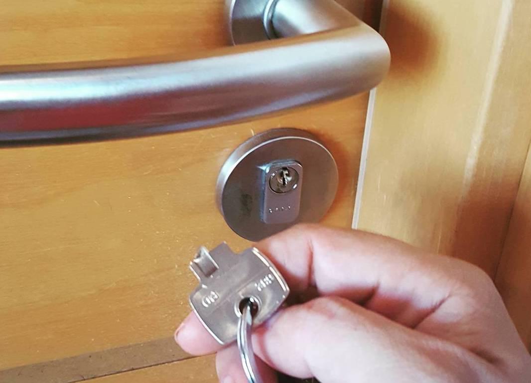 broken key extraction