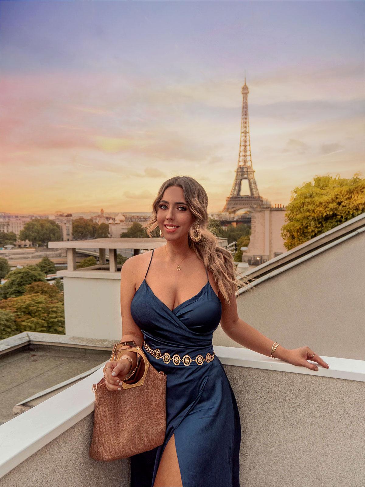 20-Best-Paris-Photography-Locations-Instagram-Spots--@kelseyinlondon-Kelsey-Heinrichs--Restaurant-Maison-Blanche