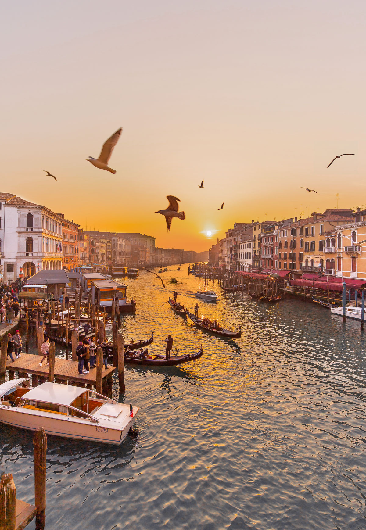 top things to do in Venice - Venice Instagram spots – Venice bucket list - kelseyinlondon - kelsey heinrichs - venice gondola ride - venice grand canal - venice instagram spots