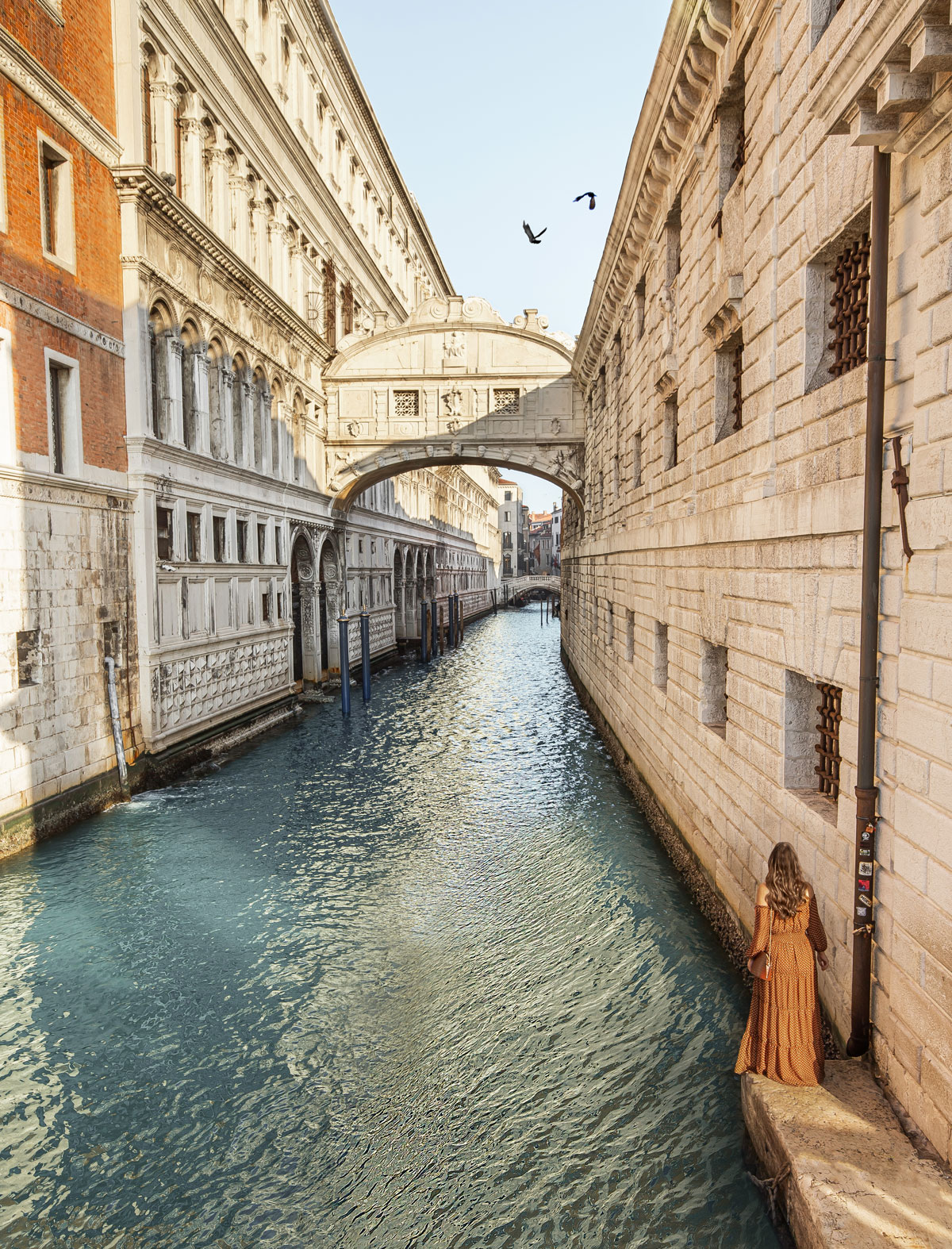 25-top-things-to-do-in-Venice---Venice-Instagram-spots-–-Venice-bucket-list---kelseyinlondon---kelsey-heinrichs---venice-gondola-ride---venice-grand-canal