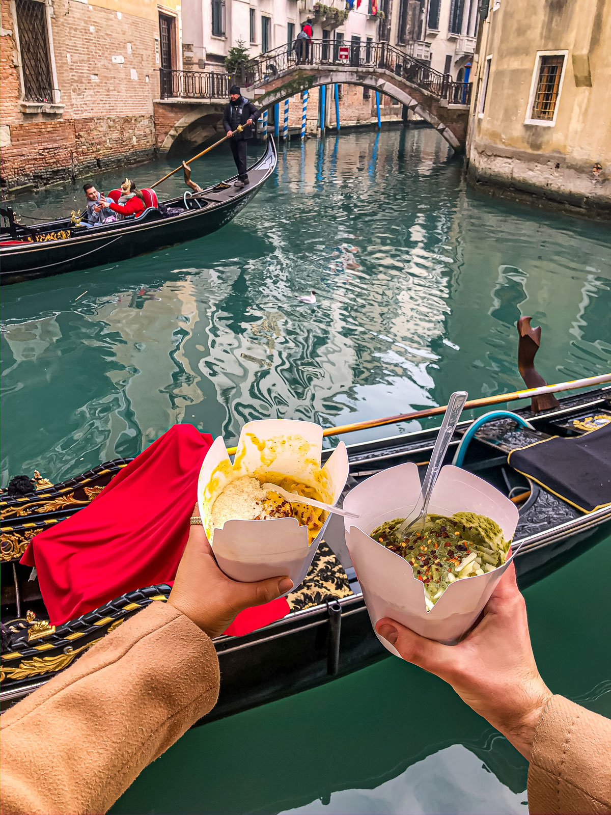 27-top-things-to-do-in-Venice---Venice-Instagram-spots-–-Venice-bucket-list---kelseyinlondon---kelsey-heinrichs---venice-gondola-ride---venice-grand-canal