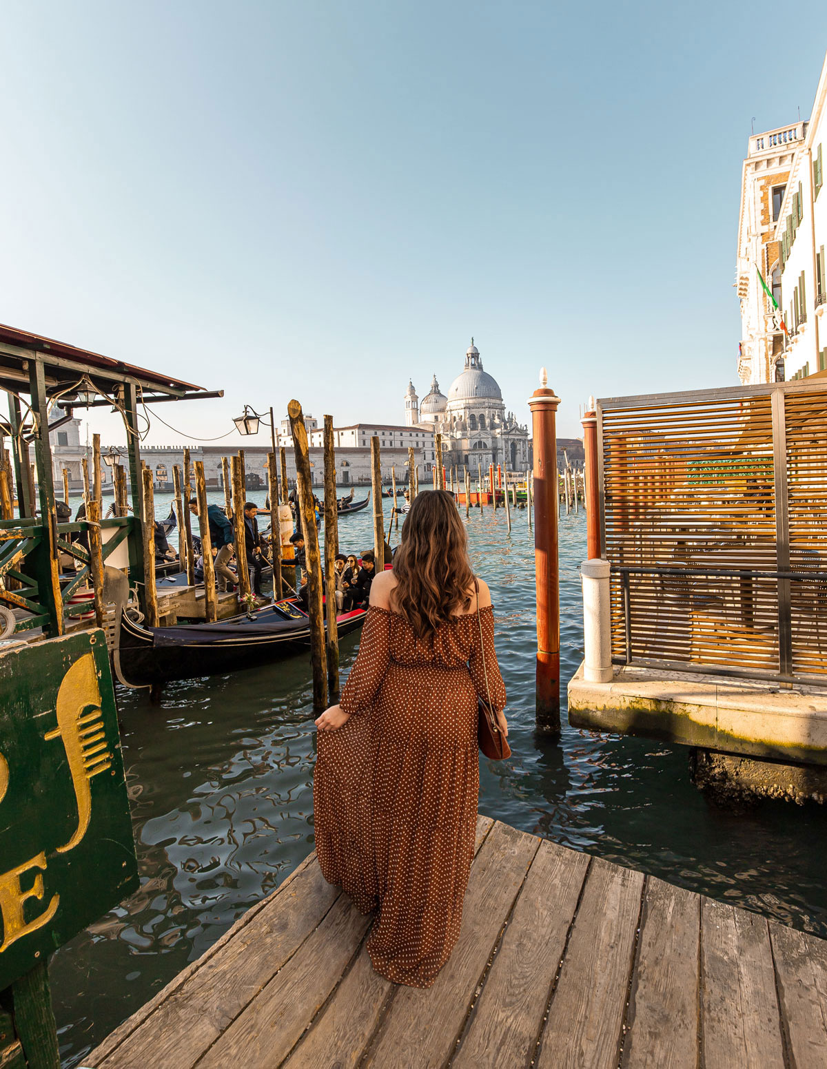 30-top-things-to-do-in-Venice---Venice-Instagram-spots-–-Venice-bucket-list---kelseyinlondon---kelsey-heinrichs---venice-gondola-ride---venice-grand-canal