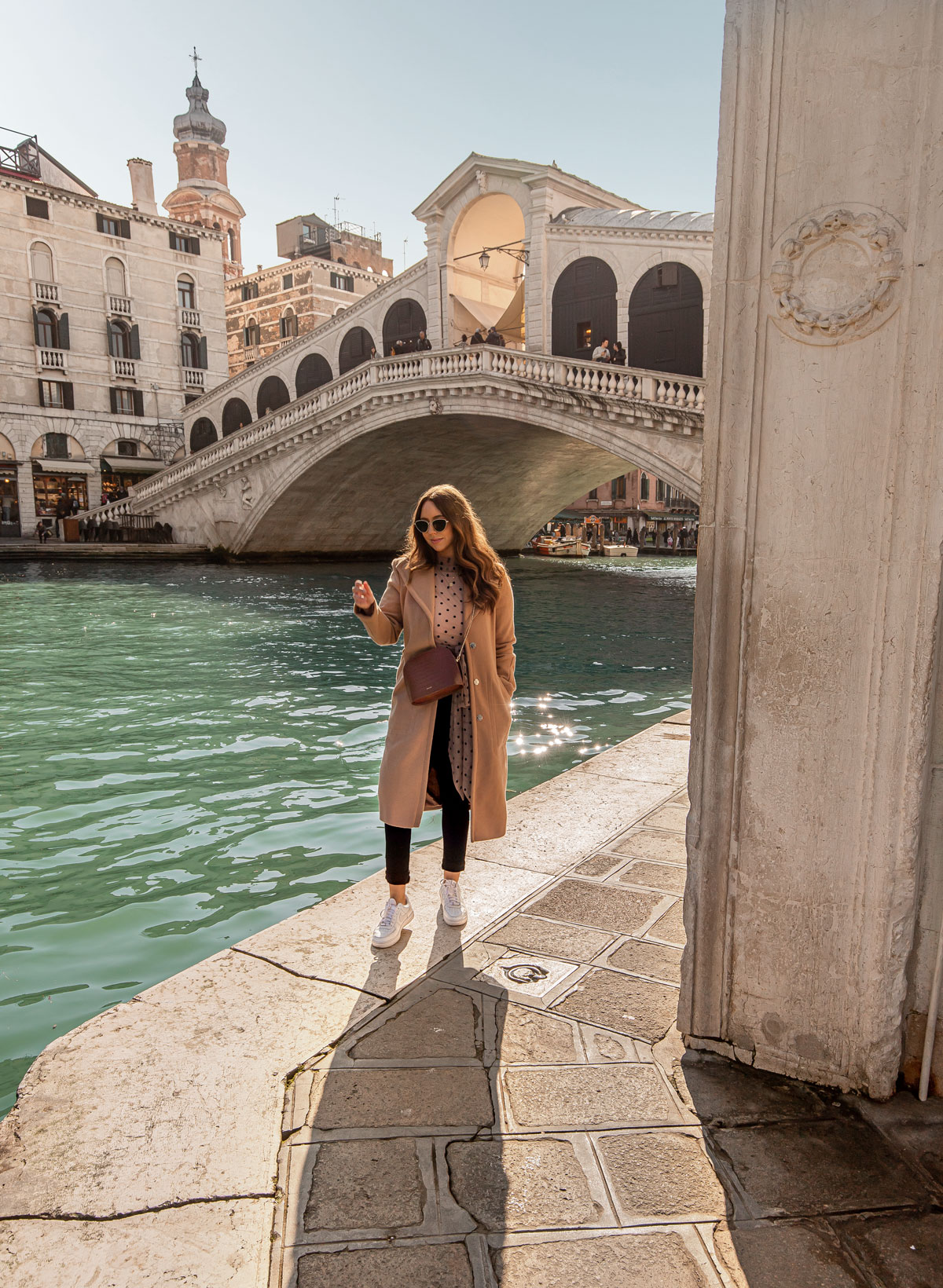 31-top-things-to-do-in-Venice---Venice-Instagram-spots-–-Venice-bucket-list---kelseyinlondon---kelsey-heinrichs---venice-gondola-ride---venice-grand-canal