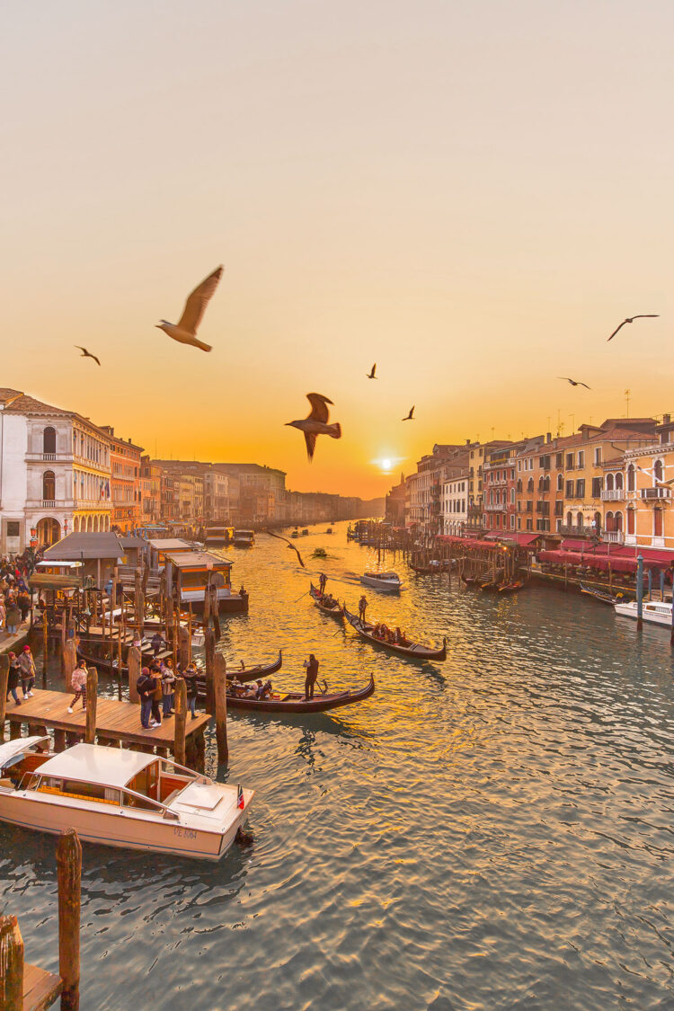 Top things to do in Venice - Venice Bucketlist - Instagram Story Template - kelseyinlondon - Kelsey Heinrichs - What to do in Venice - Where to go in Venice - top places in Venice - Venice Instagram Spots