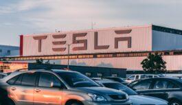 Wall Street: azioni Tesla al record storico, trimestrale convince mercato