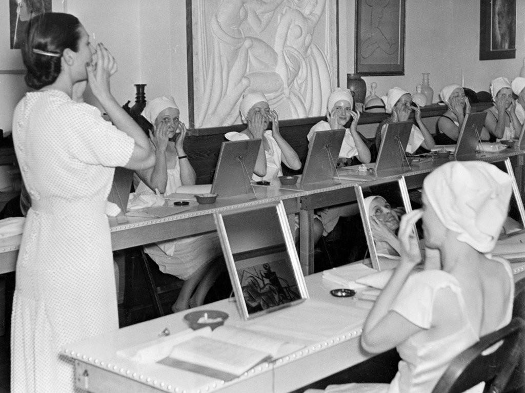Beauty Class at Helena Rubinstein's New York Salon 1937.