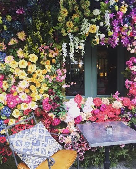 The Ivy Chelsea Garden during Chelsea flower show. Directorio Deco