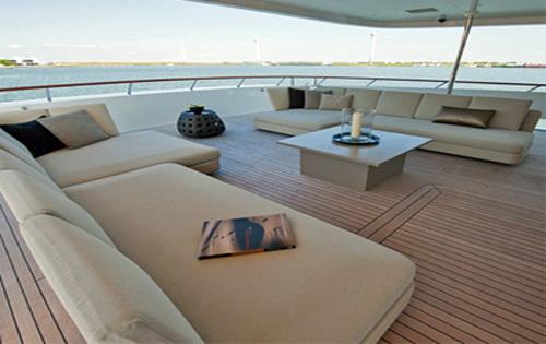 Upper deck | Latitude