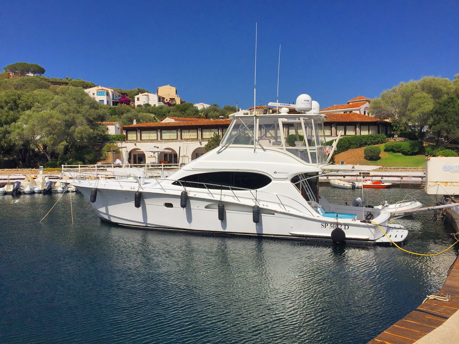 Luxury yacht for Sale | Seaglass by Hatteras Yachts