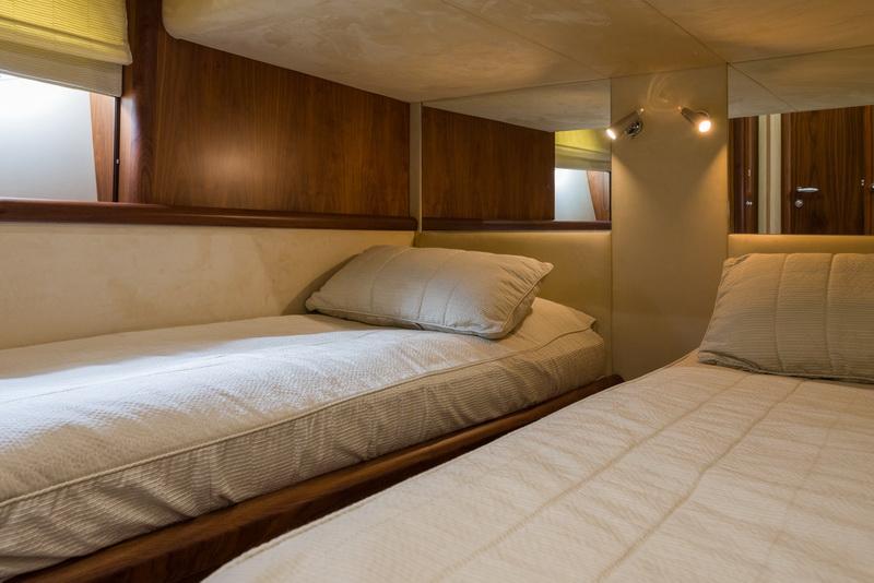 ASPIRE OF LONDON twin bed cabin | ASPIRE OF LONDON