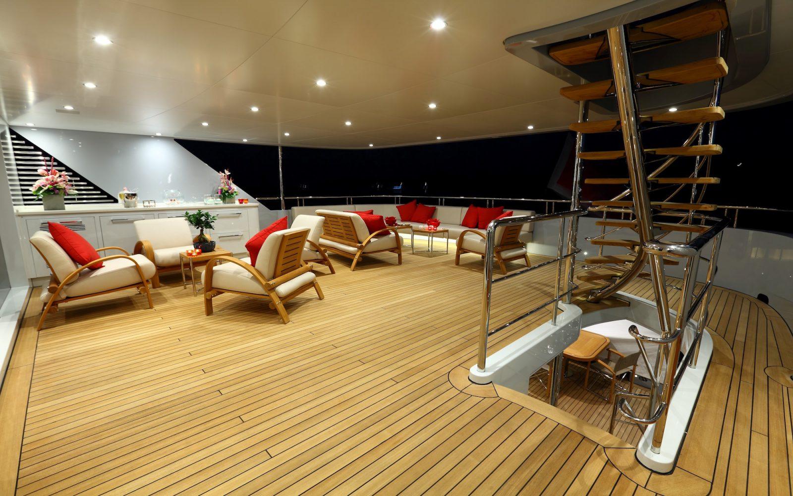 2 LADIES upper deck | 2 LADIES