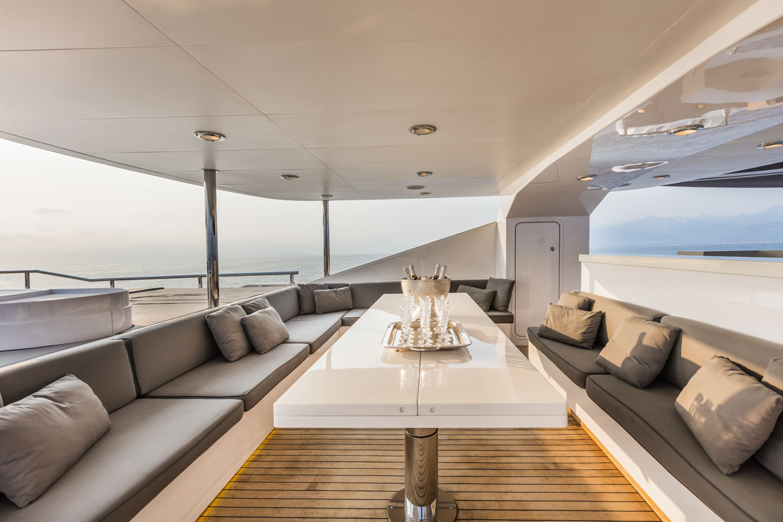dehors upper deck | OUT