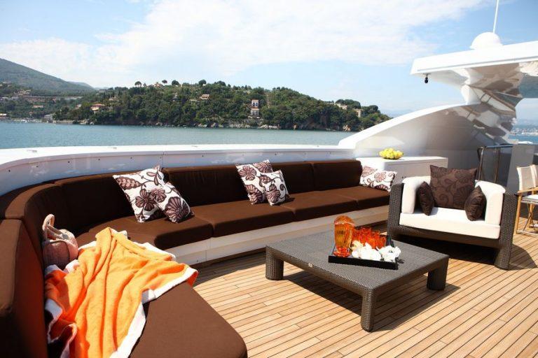 Sundeck Lounge | Zaliv III