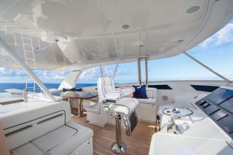 b | 82 Cockpit Motor Yacht