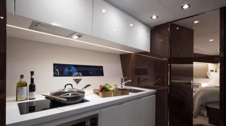 3000L_48-galley-white-gloss-1-1700x950 | Targa 48 Open