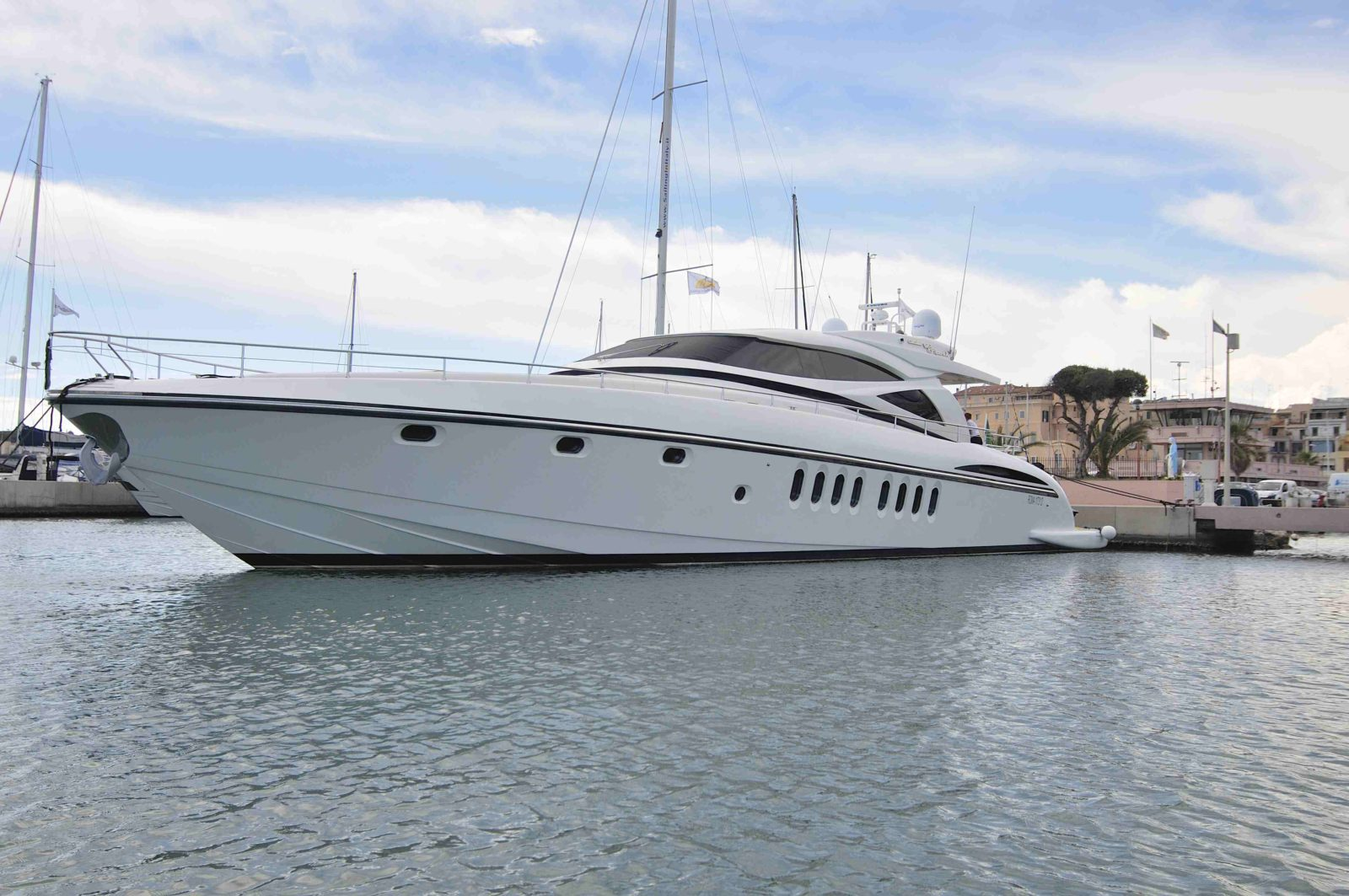 Luxury yacht for Sale or Charter | AMIR III by Alalunga / C.N. Spertini
