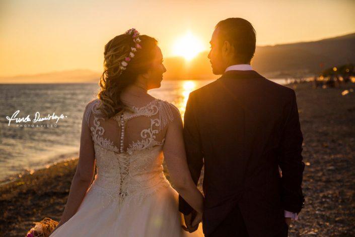 Havva ve Selçuk Cunda Adası Ayvalık Balıkesir dış mekan doğa çekimi düğün fotoğrafları