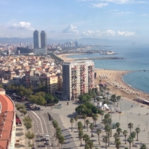 wanderlust bee in picure guide to Barcelona