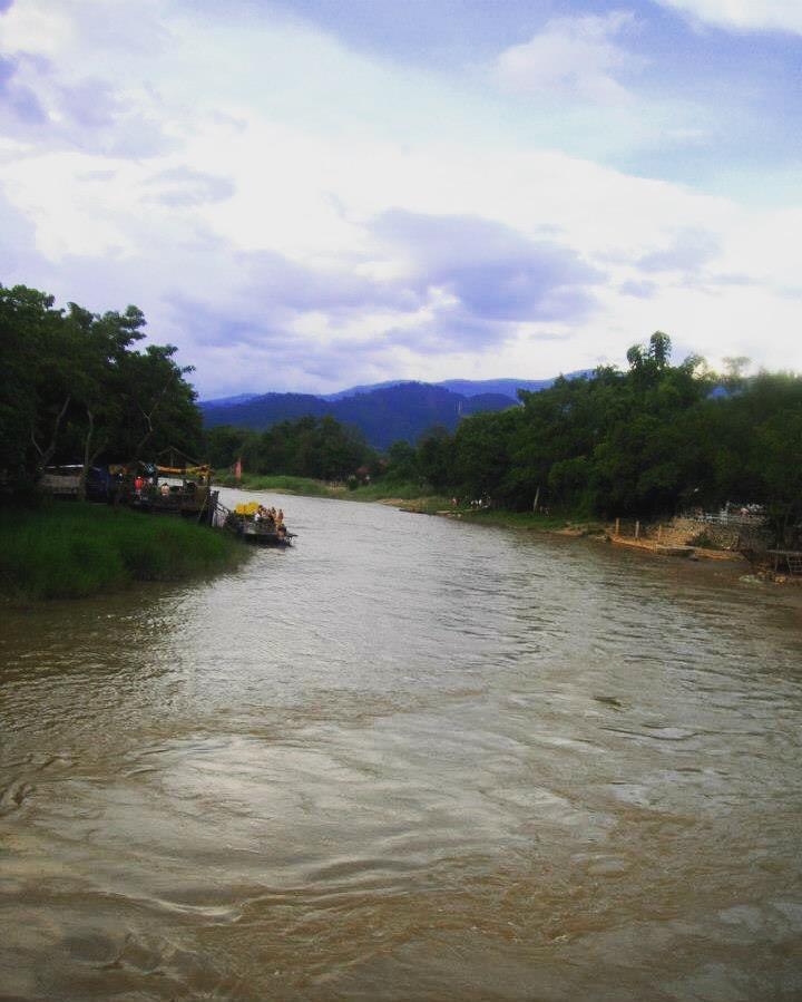 wanderlust bee backpacking thailand and laos - vang vieng