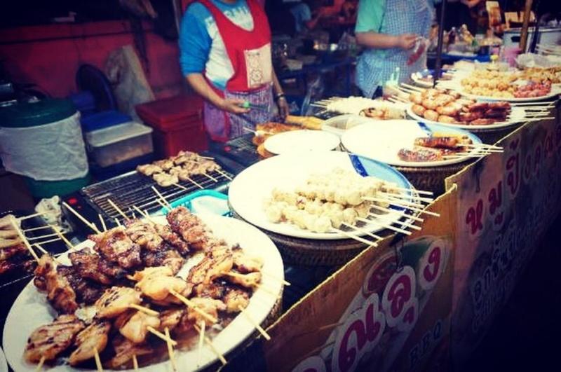 wanderlust bee Chiang Mai night market