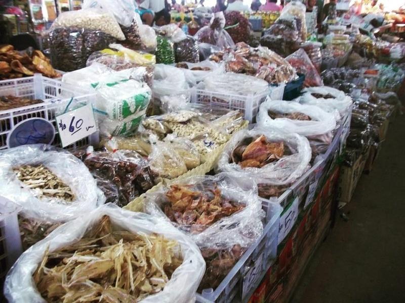 wanderlust bee jungle trekking in chiang mai local market