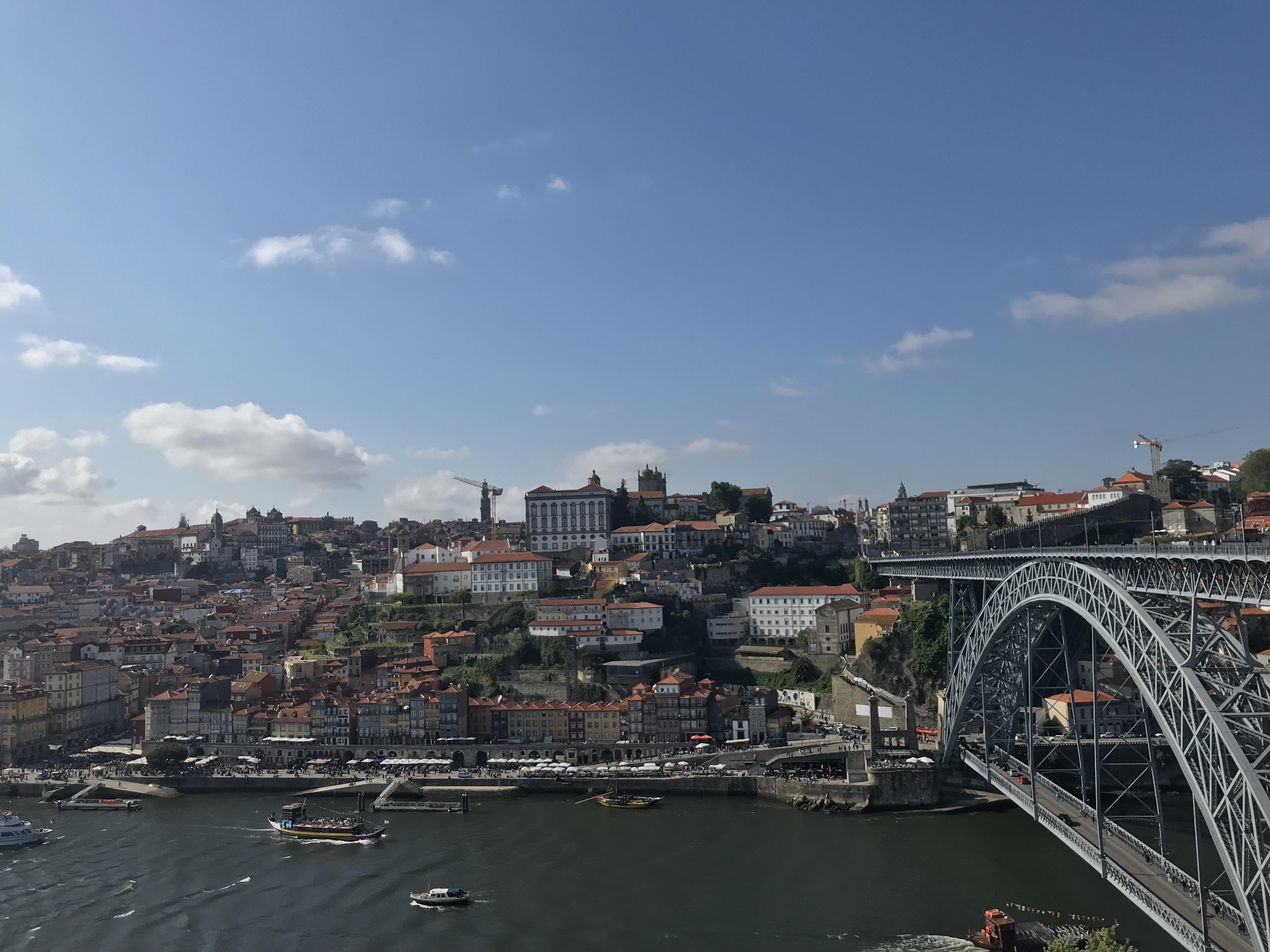 Wanderlust Bee - Porto, Portugal