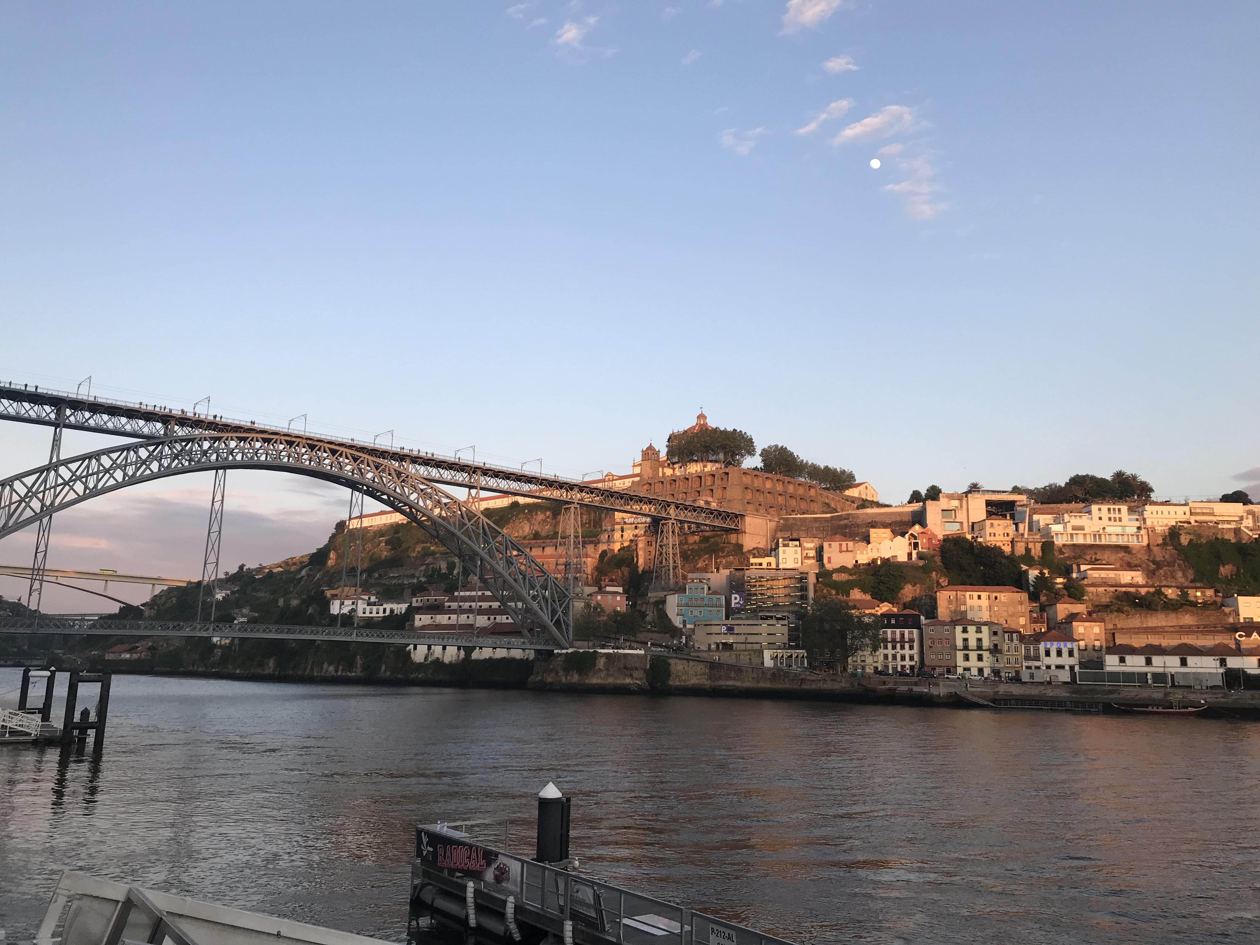 WanderustBee - Porto, Portugal