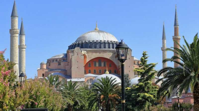 KURAN EMRİ: O MESCİDDE NAMAZA DURMA /// Quran: Don't Prayer In This Mosque