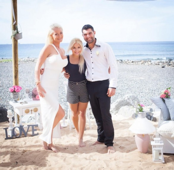 The wedding planner Dovile with a groom and bride