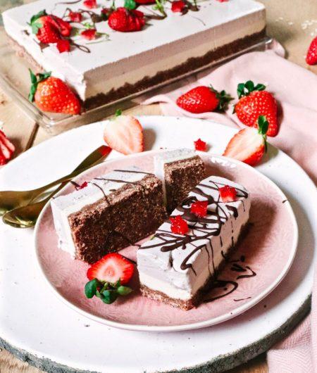 Strawberry vanilla raw cheesecake