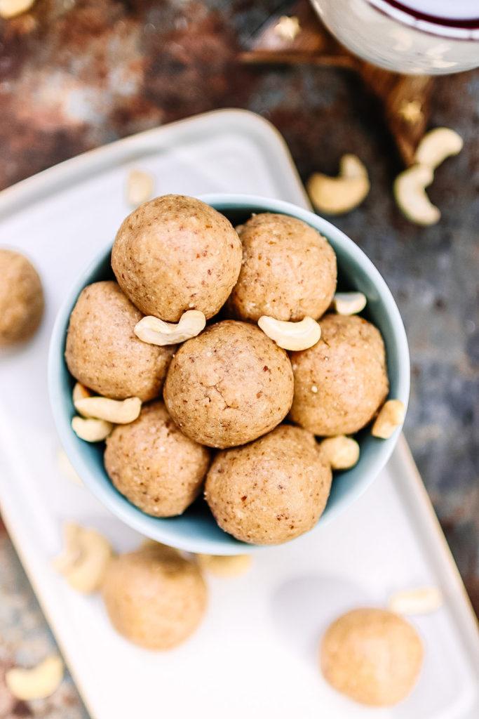 Cashew nut bliss balls