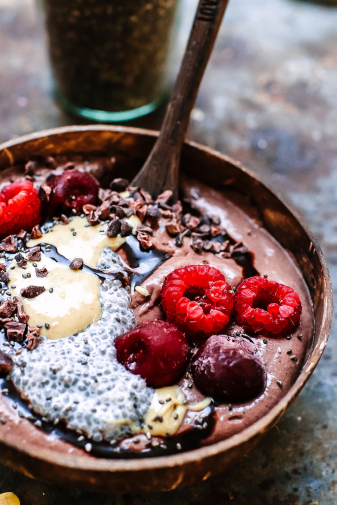 Cherry, cashew, and chia pudding smoothie bowl recipe