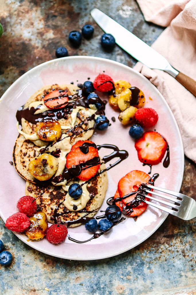 oat and banana pancakes with berries