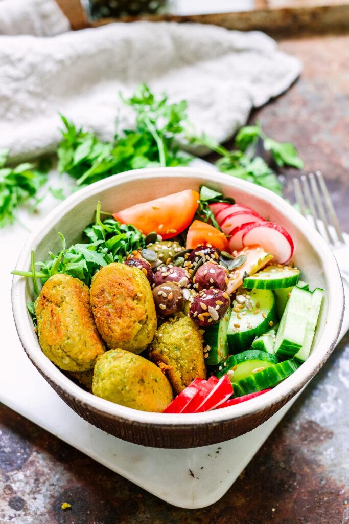 lemon and herb falafel bowl