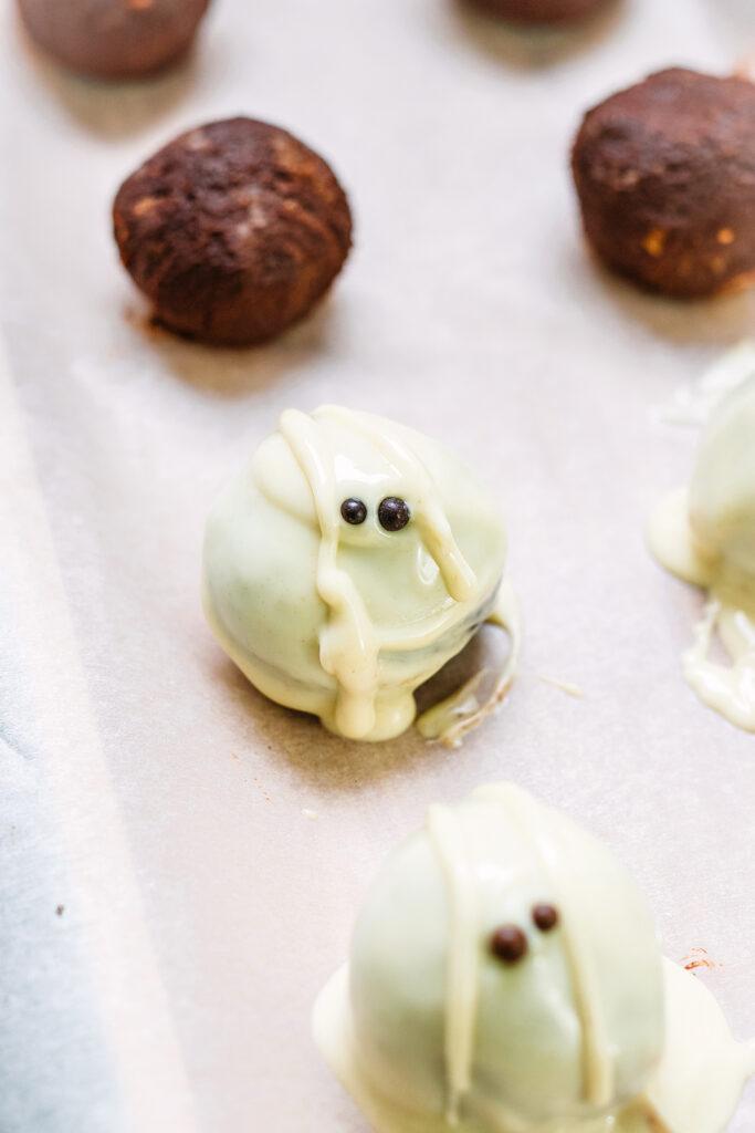 mini ghost truffles