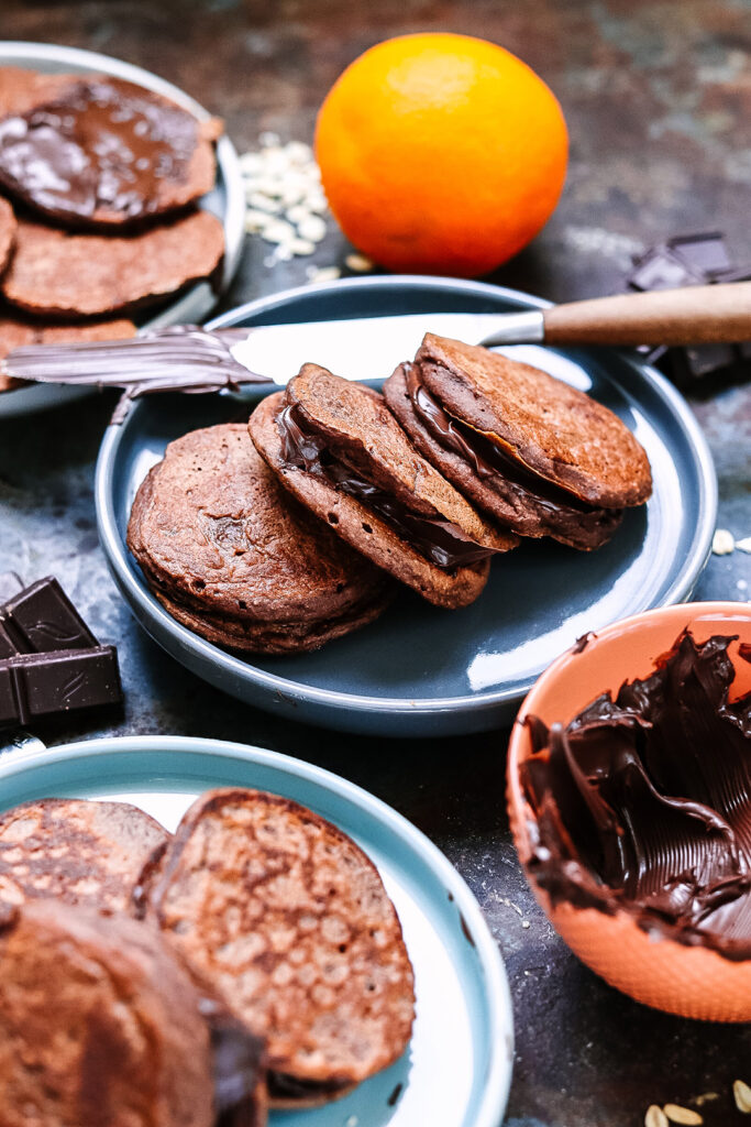 chocolate-banana-and-oat-pancakes-