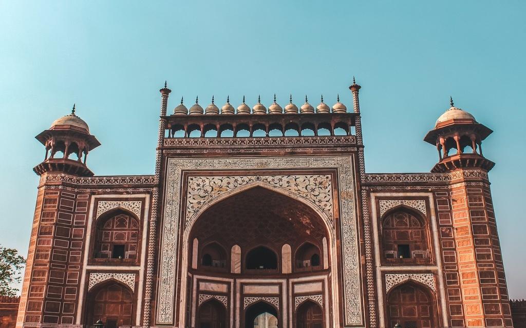 Eastern gate of the Taj Mahal - planning your Taj Mahal visit