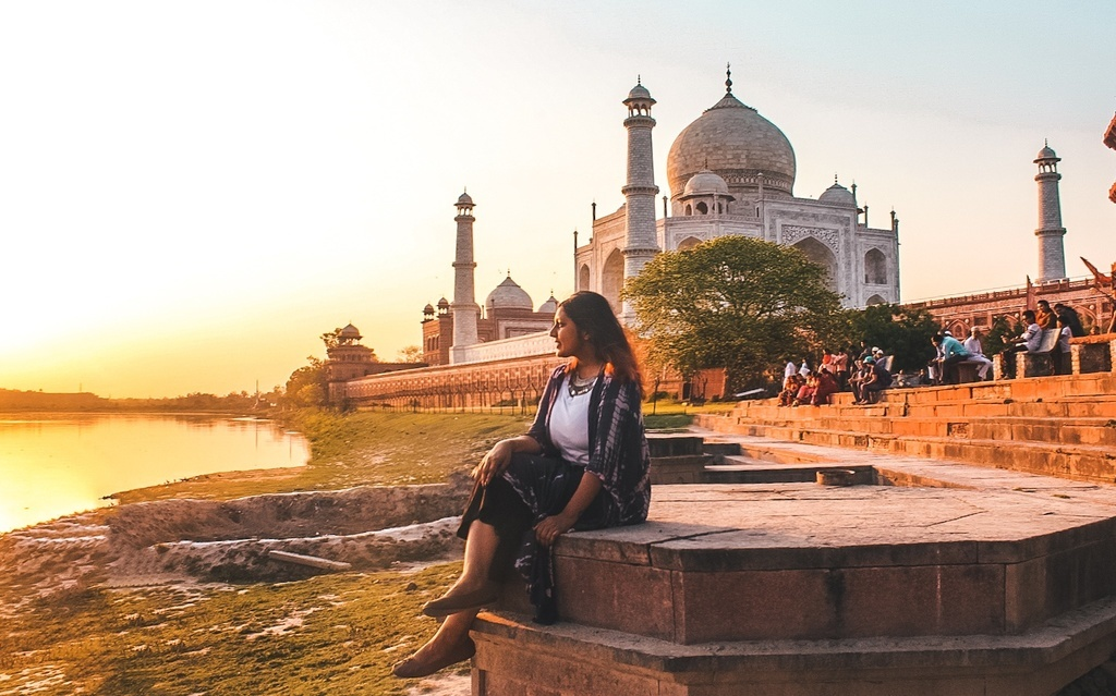 Taj Mahal visit at sunset - Agra travel guide