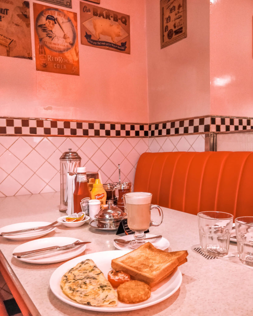 New Delhi Travel Guide - Places to eat in Delhi - restaurants - The all American diner