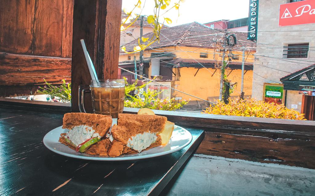 Popular cafes in Fort Kochi - Loafers Corner cafe