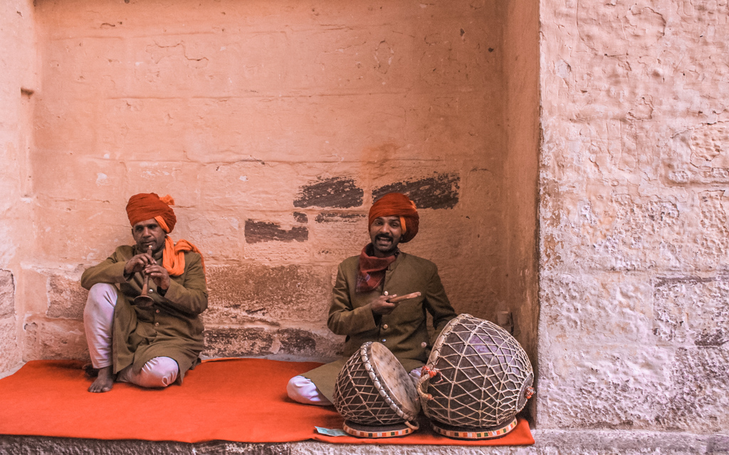Folk singer outside Mehrangarh Fort in Jodhpur itinerary for 2 days