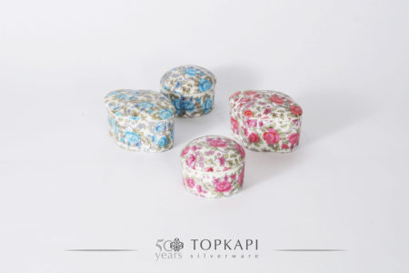 Set of 4 colored porcelain candy boxes