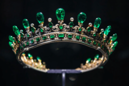 Conheça as joias que pertenceram a Rainha Victória