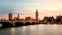 Skyline de Londres com o Rio Tâmisa e o Parlamento