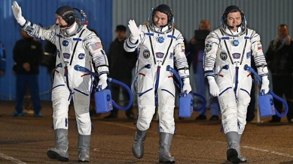 astronauti Alexeij Ovchinin, Oleg Skripochka e Jeffrey Williams.