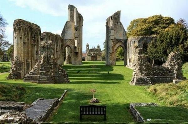 Le rovine dell'abbazia di Glastonbury