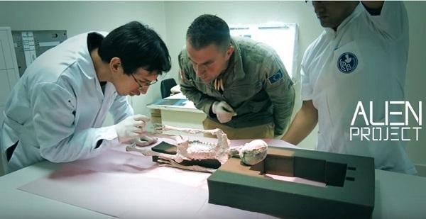 esame della mummia aliena